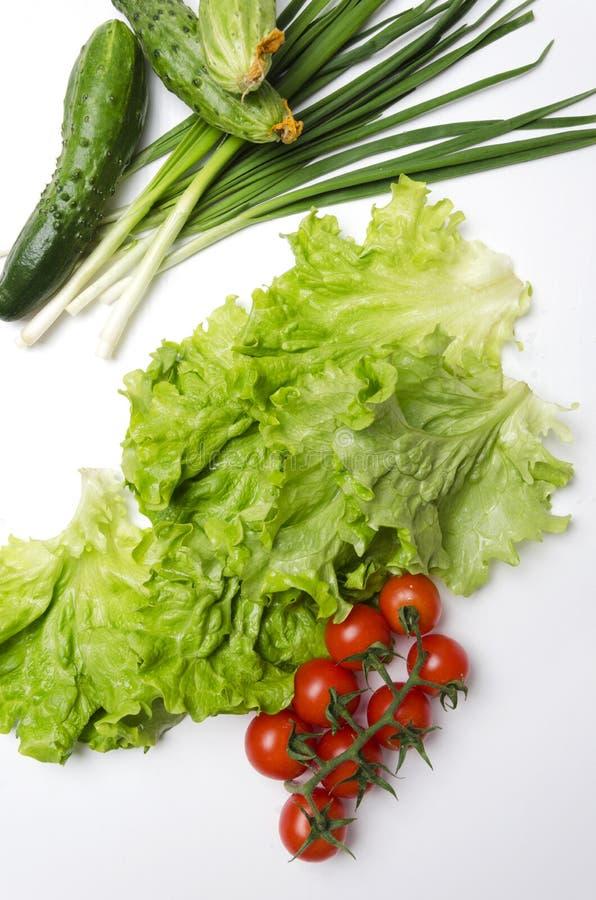 Verdure selezionate saporite e fresche sulla tavola bianca Alimento di dieta per lo stile di vita sano immagine stock