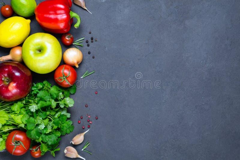 Verdure, spezie e frutta, ingredienti alimentari freschi fotografie stock libere da diritti