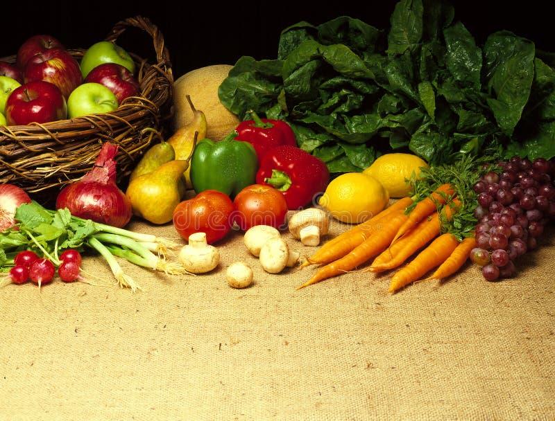 Verdure su tela da imballaggio fotografie stock
