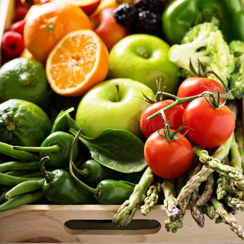Verdure variopinte fresche e frutta fotografie stock libere da diritti