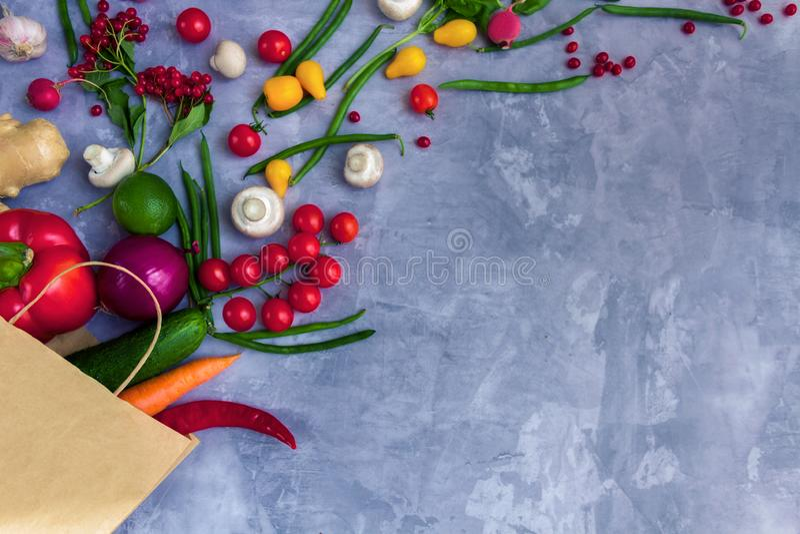 Verdure variopinte sane e frutta di estate fotografia stock