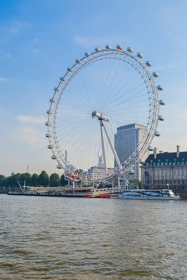 23 09 Vereinigtes Königreich 2014 London Das berühmte Riesenrad London Eye Vereinigtes Königreich stockfotos