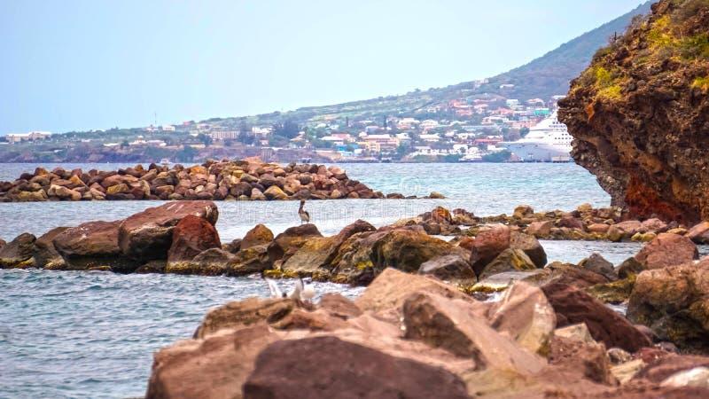 Vereinigung des St. Kitts und Nevis - 13. Mai 2016: Die Karnevals-Kreuzschiff-Faszination am Dock lizenzfreies stockbild