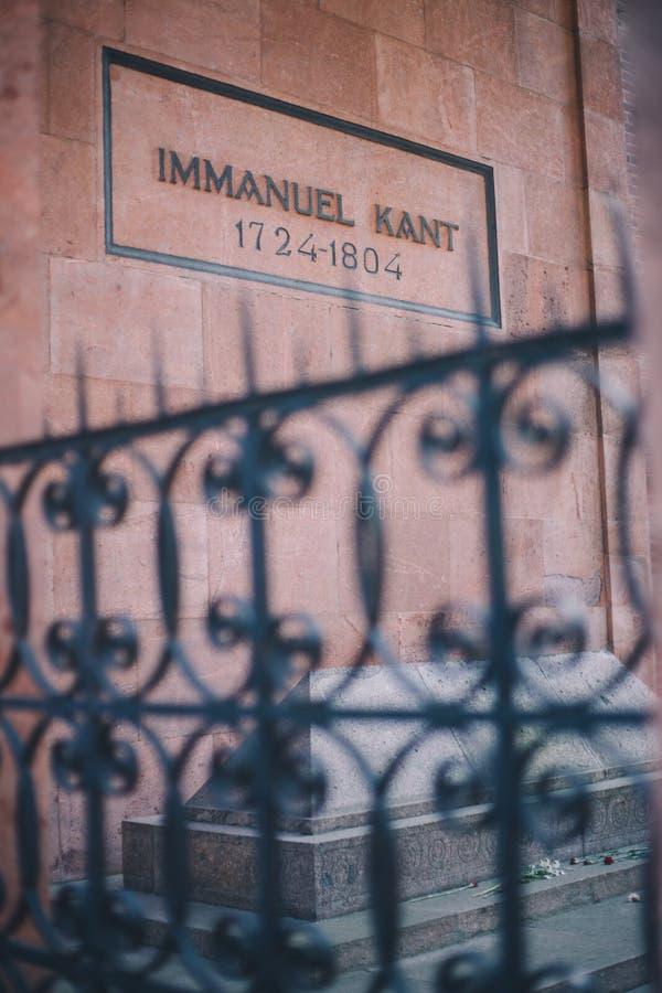 Vereinigung Kaliningrads, Russland - 5. Mai 2018: Immanuel Kants Grab außerhalb des Zauns in Kaliningrad lizenzfreies stockbild