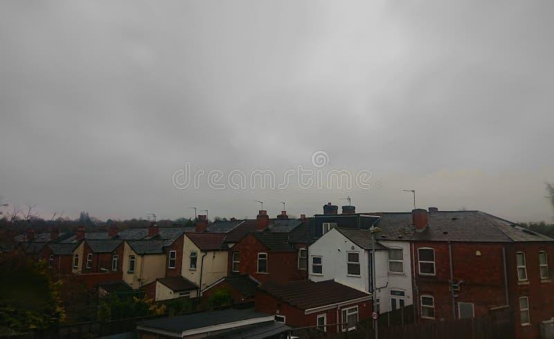 Verenigd Koninkrijk: Gray Skyline Rooftops stock fotografie