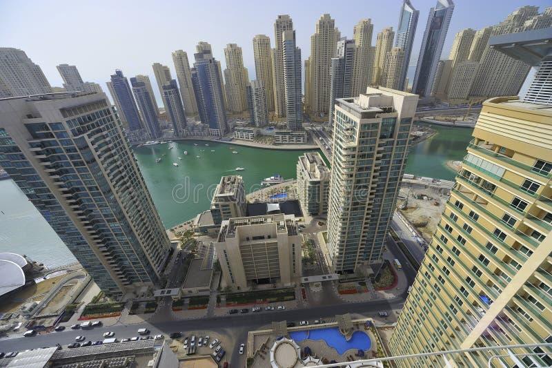 Verenigde Arabische Emiraten: De horizon van Doubai; de jachthaven stock afbeeldingen