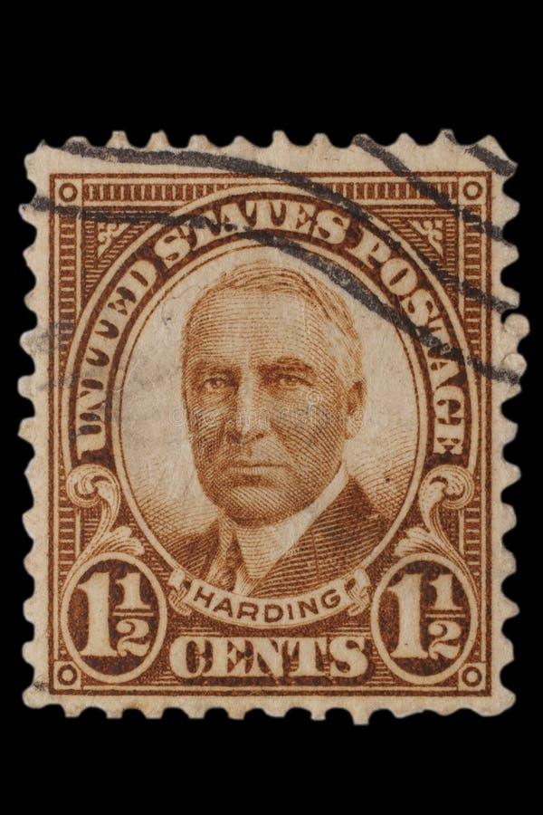 VERENIGDE STATEN - CIRCA-jaren '20: De uitstekende V.S. 1 1/2 CentenPostzegel met portret Warren Gamaliel Harding November 2, 186 royalty-vrije stock fotografie
