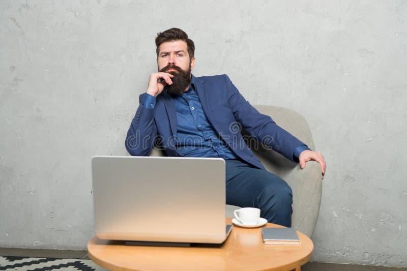 Verfügbar sein online Geschäftstrainer, der online unterrichtet Erwachsenes Anf?ngertraining durch on-line-Kurse oder webinar stockfotos