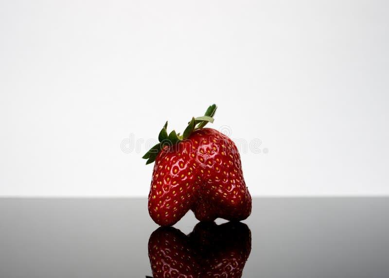 Verformte Erdbeere stockfoto