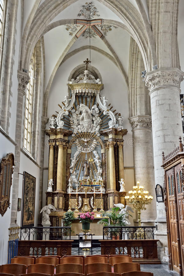 Verfraaid altaar in binnenland van kerk Heilige Walburga royalty-vrije stock afbeeldingen