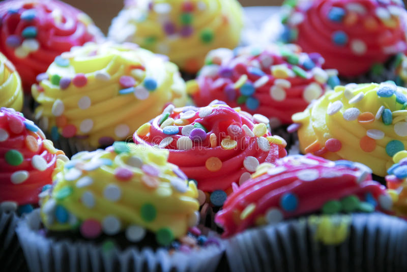 Verfraaid cupcakes royalty-vrije stock afbeelding