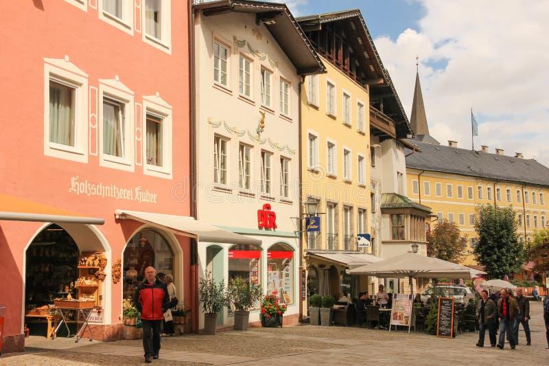Verfraaide huizen in de oude stad Berchtesgaden duitsland royalty-vrije stock foto