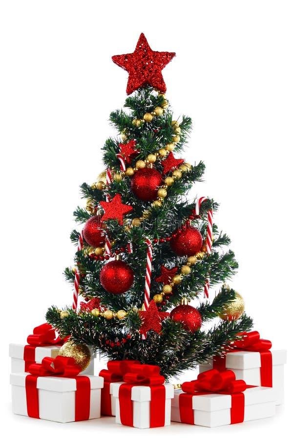 Verfraaide Kerstboom op witte achtergrond stock foto's