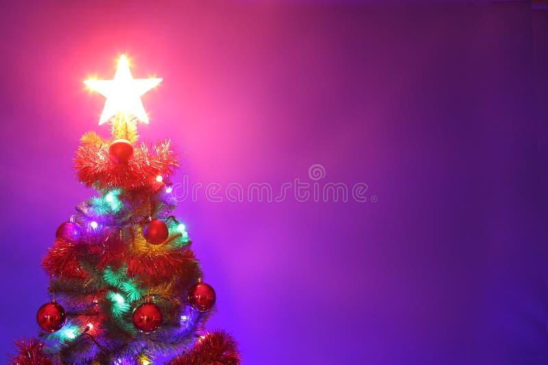 Verfraaide Kerstboom Vrolijke Kerstmis en gelukkige nieuwe jaargree stock foto