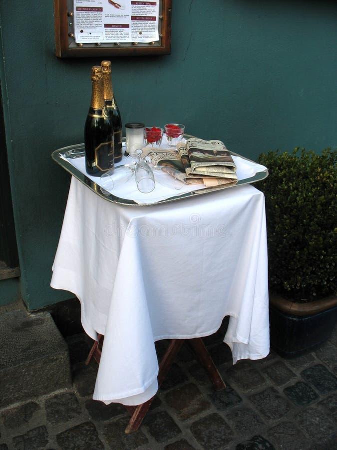 Verfraaide lijst met champagne royalty-vrije stock afbeeldingen