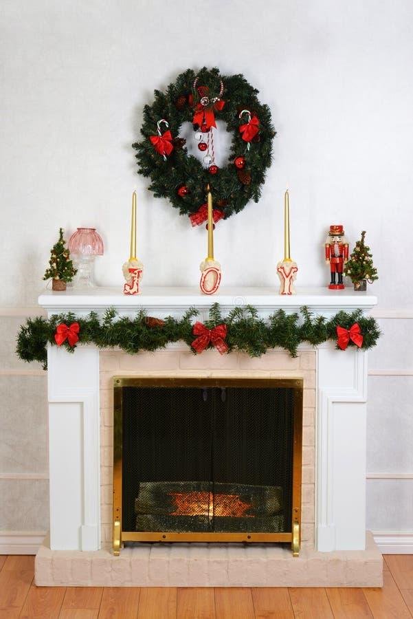 Verfraaide open haard voor Kerstmis royalty-vrije stock foto's