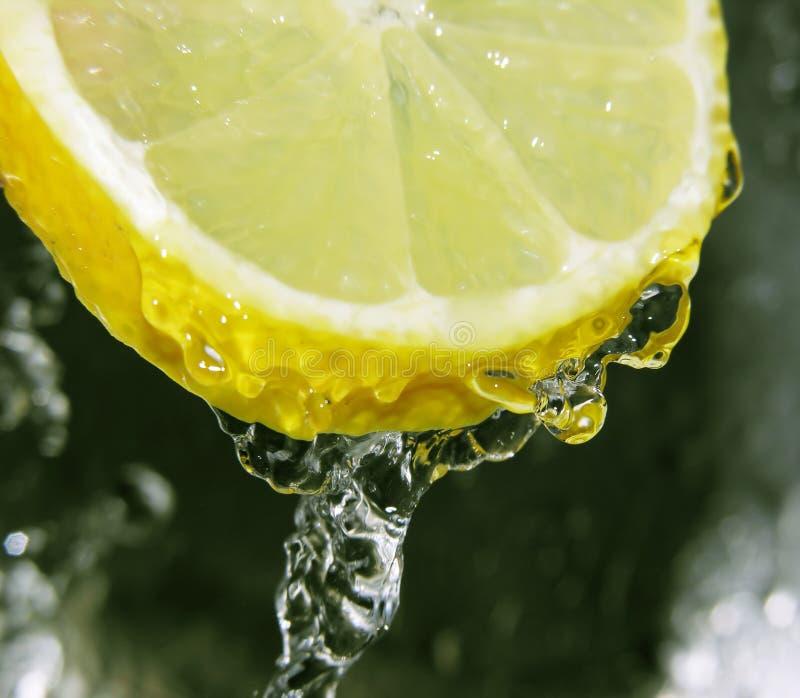 Verfrissende citroen stock foto