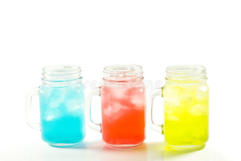 Verfrissende de zomerdranken in kruik stock foto's