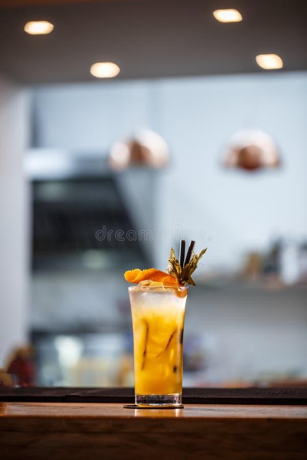 Verfrissende koude niet-alkoholische cocktail stock afbeeldingen