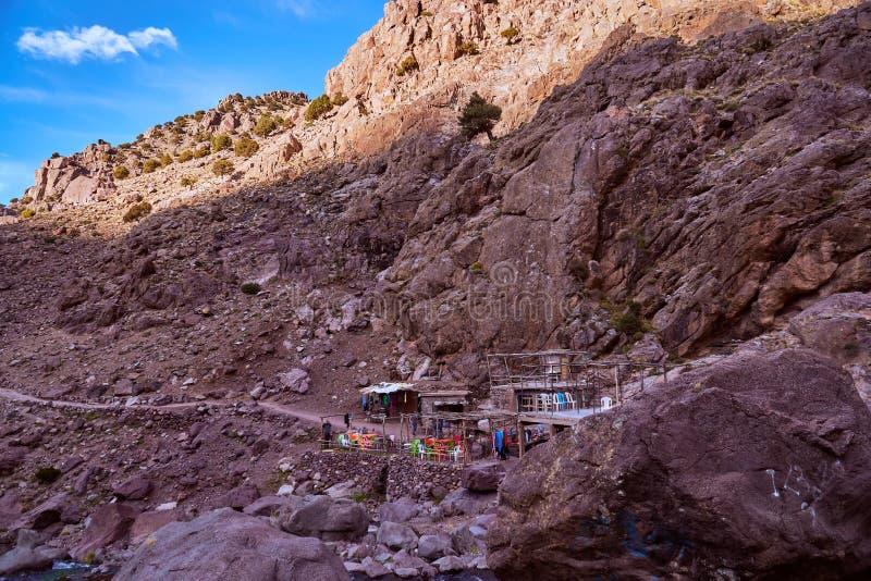 Verfrissing in bergdorp op de stijging aan Jebel Toubkal stock fotografie