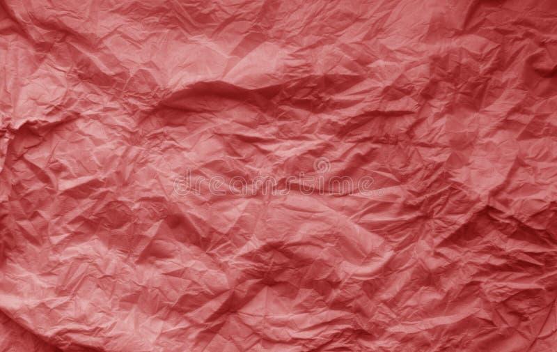 Verfrommeld blad van document in rode kleur stock foto