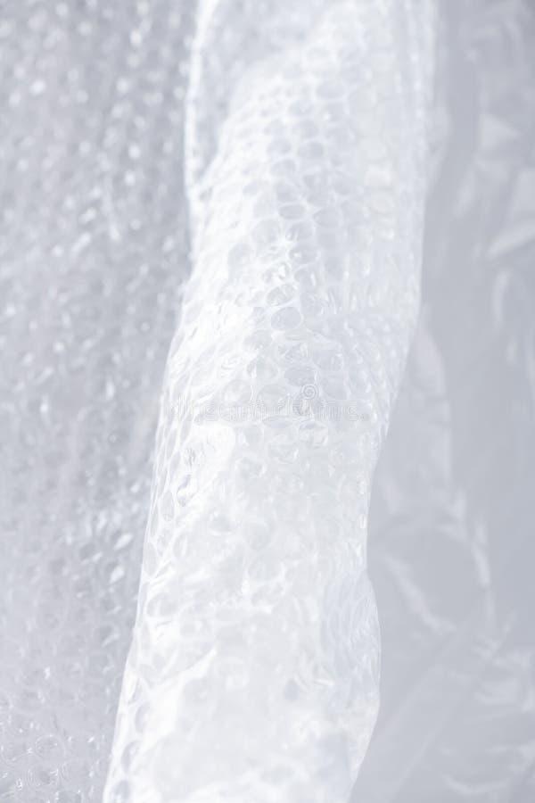 Verfrommeld en gevouwen het verpakken stuk van plastiek met pukkels stock fotografie