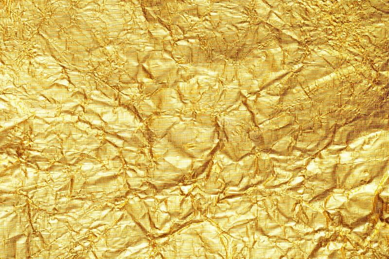 Verfrommelde gouden folieachtergrond royalty-vrije stock foto