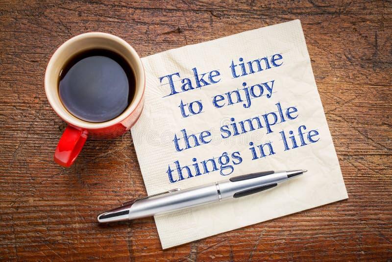Verg tijd om van de eenvoudige dingen in het leven te genieten stock foto