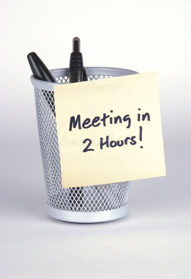 Vergadering in 2 Uren! Post-it Nr royalty-vrije stock afbeeldingen