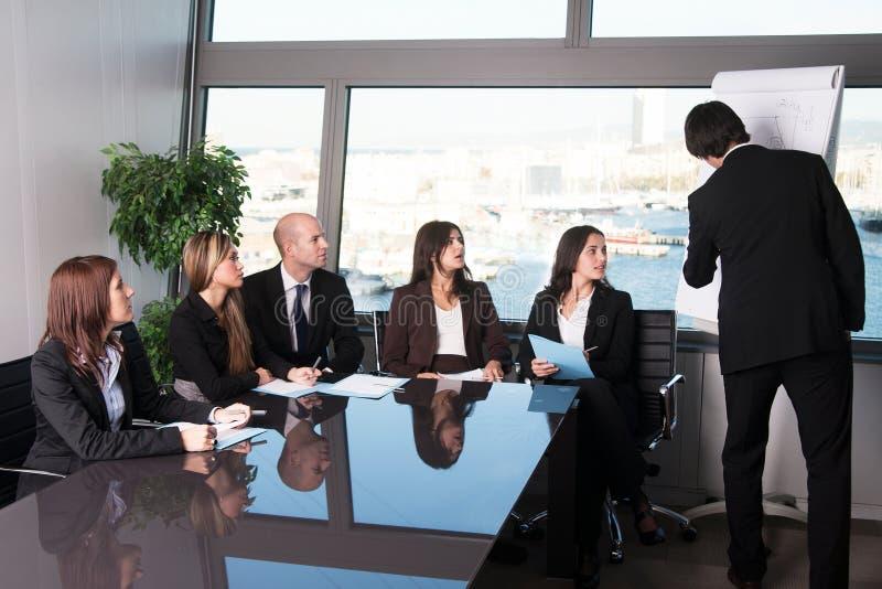 Vergadering in bestuurskamerbureau royalty-vrije stock foto