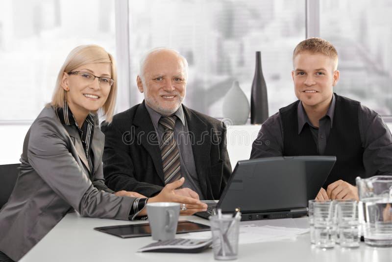 Vergadering met hogere stafmedewerker royalty-vrije stock fotografie