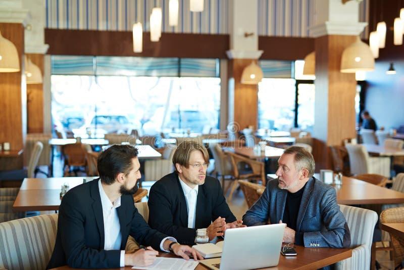 Vergadering van partners stock fotografie