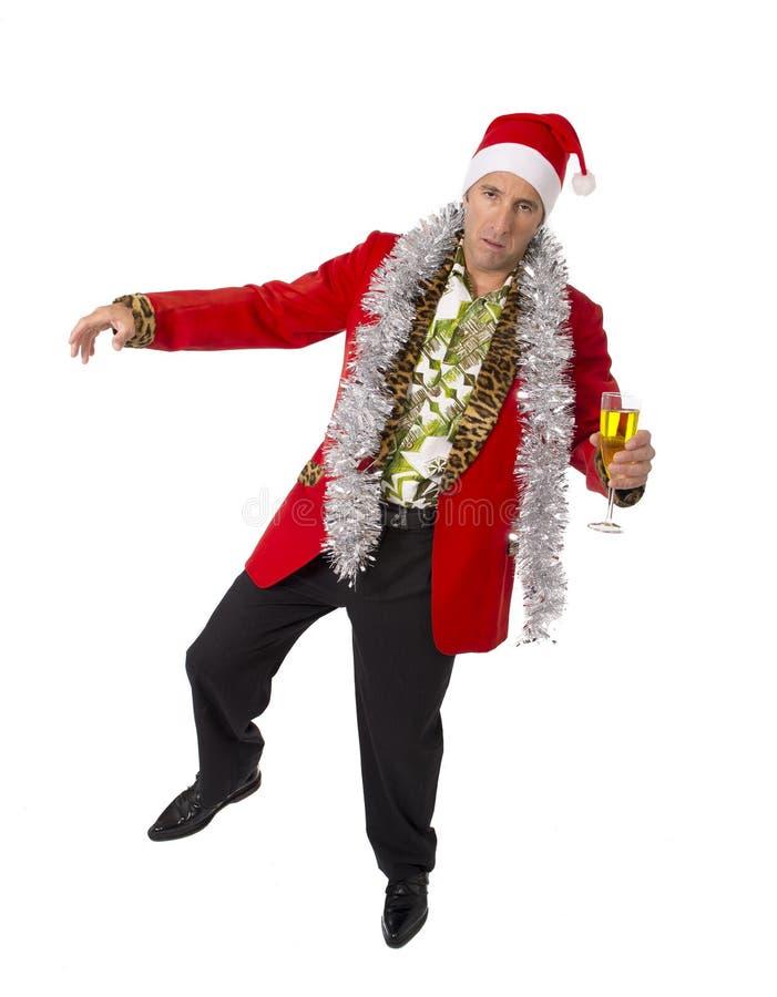 Vergeudeter getrunkener älterer Geschäftsmann der Rührstange in der Champagne Christmas-Toastpartei bei der Arbeit, die Sankt-Hut lizenzfreies stockfoto