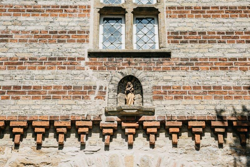 Vergine Maria con un bambino nelle sue armi immagine stock libera da diritti
