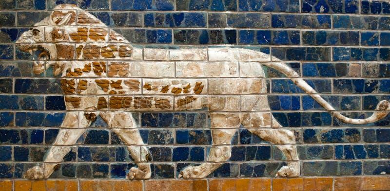 Verglaasd baksteenpaneel met Leeuw - details van de Ishtar-Piek stock foto's