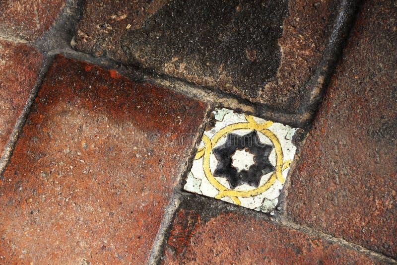 Verglaasde tegels van een oude vloer royalty-vrije stock afbeeldingen