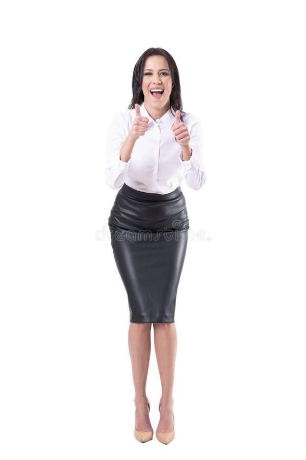 Vergn?gte aufgeregte Gesch?ftsfrau, die Daumen herauf die Begl?ckw?nschung und das Zujubeln zeigt stockfotos