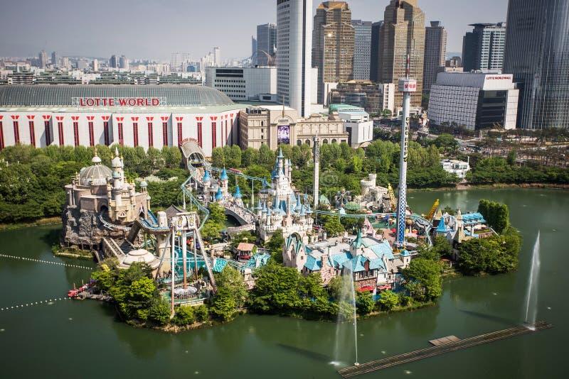 Vergnügungspark Lotte World Magic Island-Vogelperspektive stockbild