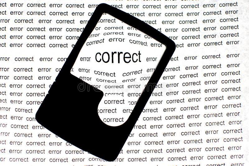 Vergrößern oder Konzentrieren auf korrektes Konzept des Wortes lizenzfreie stockfotografie