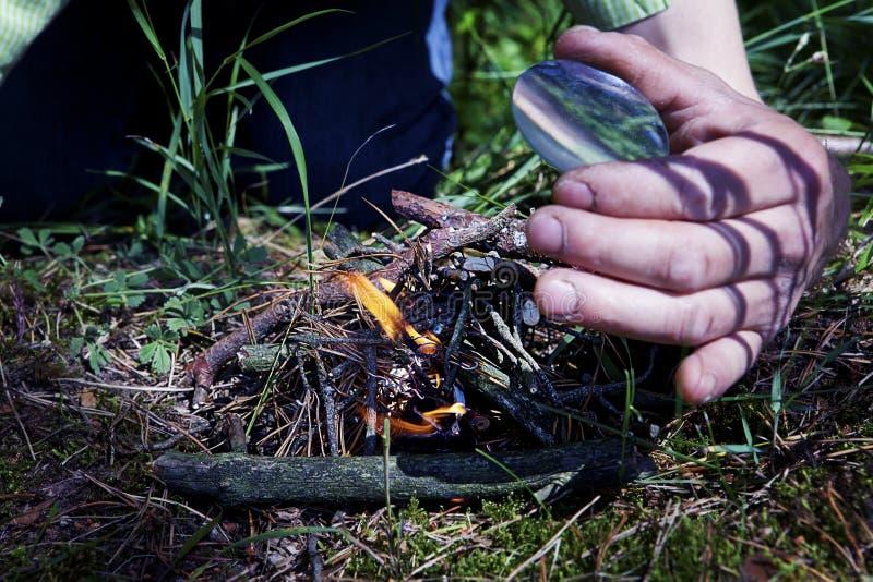 Vergrößerungsglas bilden Feuer stockfotos