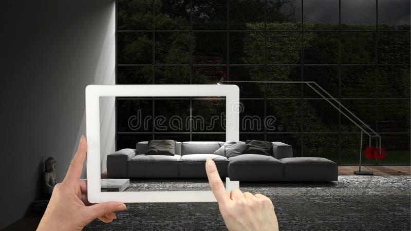Vergroot werkelijkheidsconcept De tablet van de handholding met de toepassing van AR wordt gebruikt om meubilair en binnenlandse  stock foto