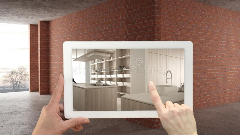 Vergroot werkelijkheidsconcept De tablet van de handholding met de toepassing van AR wordt gebruikt om meubilair en ontwerpproduc stock foto's