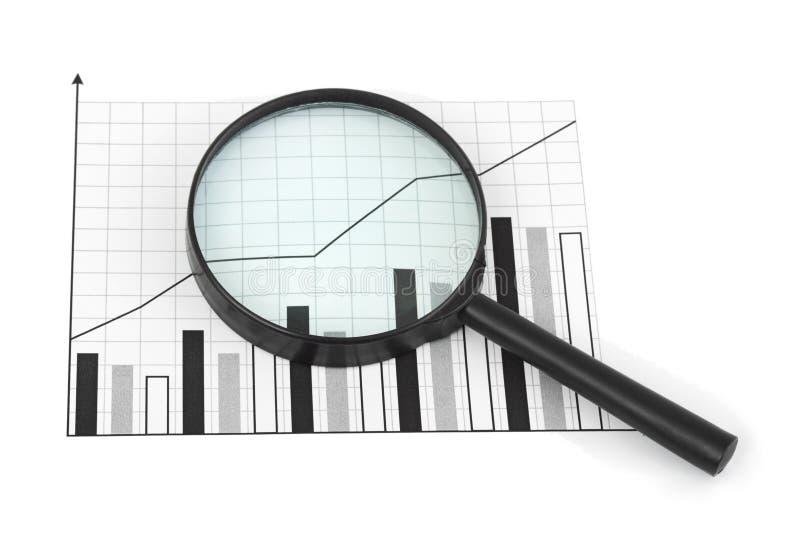 Vergrootglas en diagram stock fotografie
