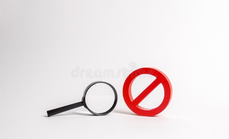Vergrootglas en symbool nr onderzoek en onvermogen te vinden Geen zoekresultaten Vind de informatie u, verboden en geheimhouding  royalty-vrije stock afbeeldingen