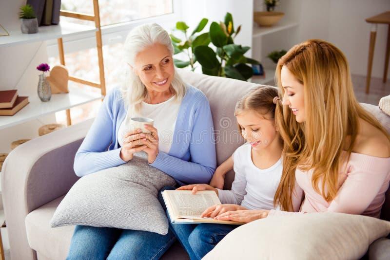 Verhältnis-Elternschaftsfreundschaftsgenerations-Komfortgemütlichkeit p lizenzfreies stockfoto