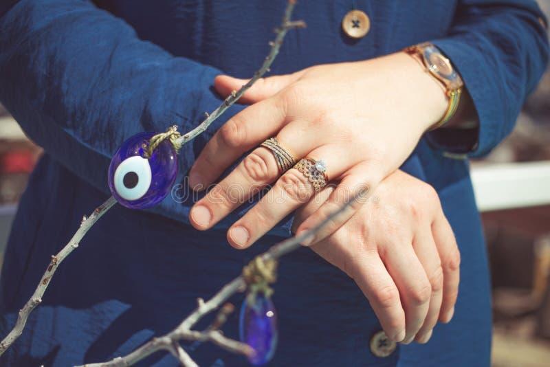 Welcher hand türkei verlobungsring an Verlobungsringe
