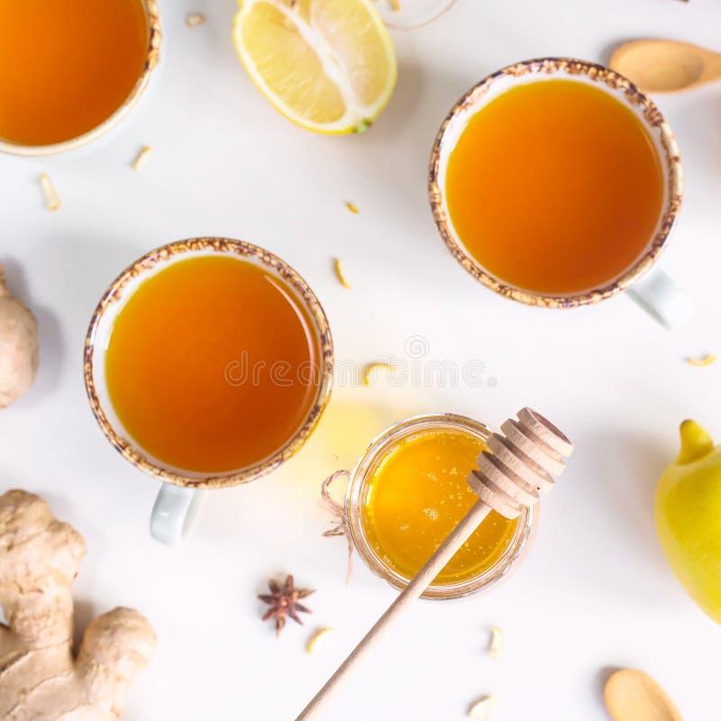 Verhindern von Kälten mit Vitaminen lizenzfreie stockfotos