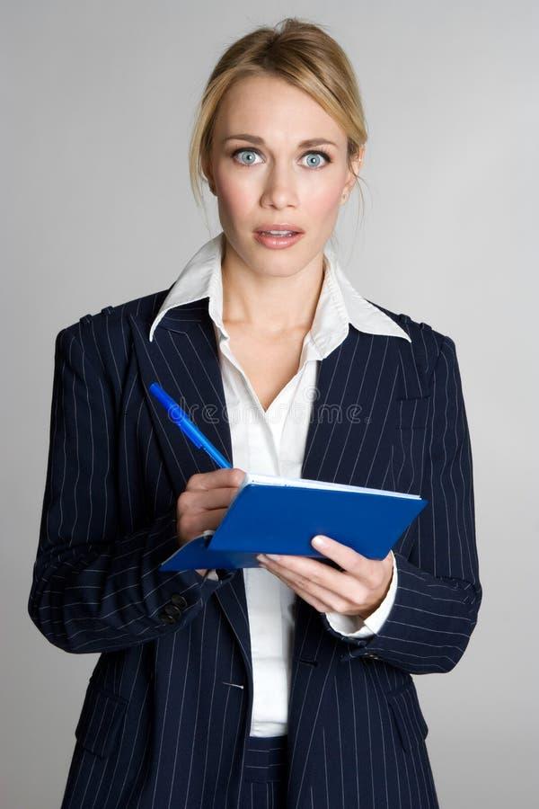 Verificação da escrita da mulher foto de stock