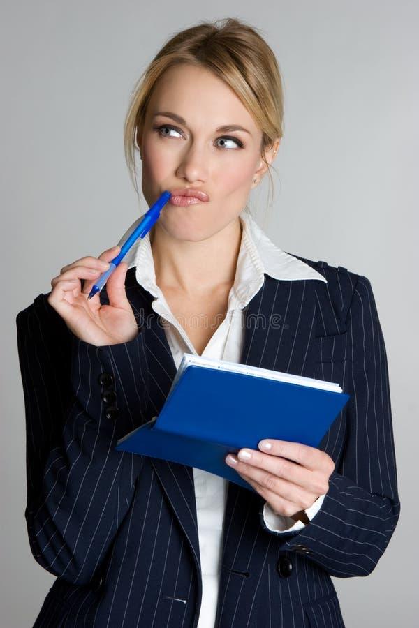 Verificação da escrita da mulher de negócios fotos de stock