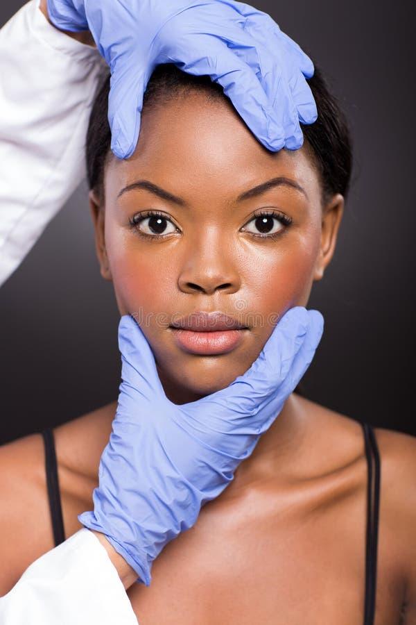 Verificação da pele após a cirurgia plástica fotografia de stock royalty free